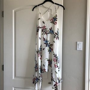 Dresses & Skirts - Flowy white floral dress with strap it back